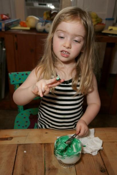 making green flourless clay